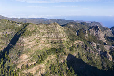 Cumbre de Taraje, Aussichtspunkt Mirador del Morro de Agando, Nationalpark Garajonay, Drohnenaufnahme, La Gomera, Kanaren, Spanien - SIEF10124