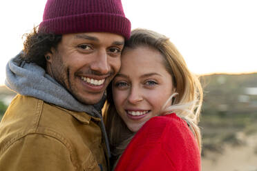 Portrait of young happy couple in the dunes at sunset - SBOF02727