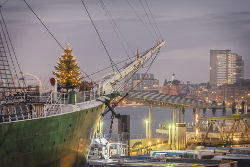 Germany, Hamburg, Christmas Tree on Museum Ship - KEBF01793