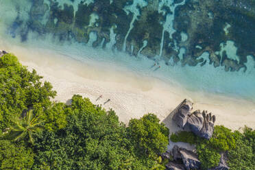 Aerial view of the famous sandy beach Anse Source d´Argent at La Digue Island. Anse Source d´Argent, La Digue, Seychelles, Indian Ocean, Indian Ocean Islands, Africa, Equator. - RUEF03203