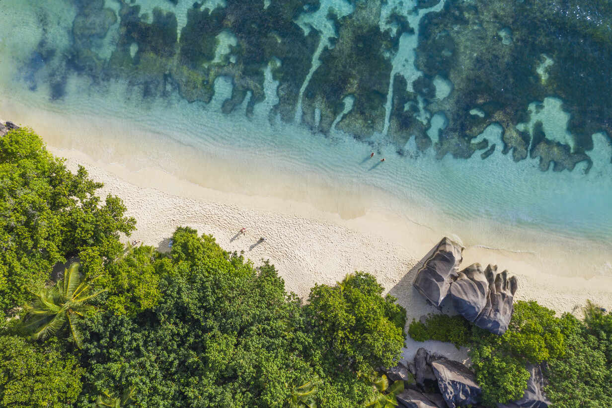 Aerial view of the famous sandy beach Anse Source d´Argent at La Digue Island. Anse Source d´Argent, La Digue, Seychelles, Indian Ocean, Indian Ocean Islands, Africa, Equator. - RUEF03203 - Martin Rügner/Westend61