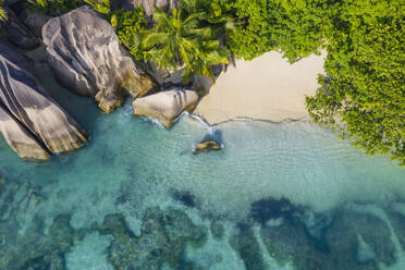 Aerial view of the famous sandy beach Anse Source d´Argent at La Digue Island. Anse Source d´Argent, La Digue, Seychelles, Indian Ocean, Indian Ocean Islands, Africa, Equator. - RUEF03206
