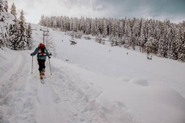 Skitour mit viel Neuschnee. Österreich, Kärnten, Gerlitzen (Berg), Villach - DAWF01777