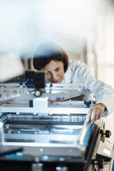 Deutschland, NRW, Oberhausen, Business, Industrie, Medizin, Forschung, Hitech, Frau, 55 Jahre, - JOSEF03707