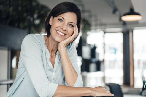 Smiling businesswoman at office - JOSEF03722