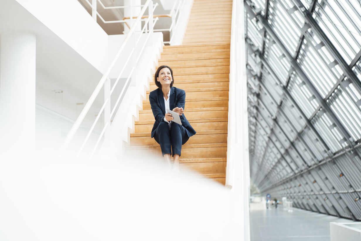 Deutschland, NRW, Gelsenkirchen, Business, Büro, Frau, 55 Jahre, - JOSEF03809 - Joseffson/Westend61